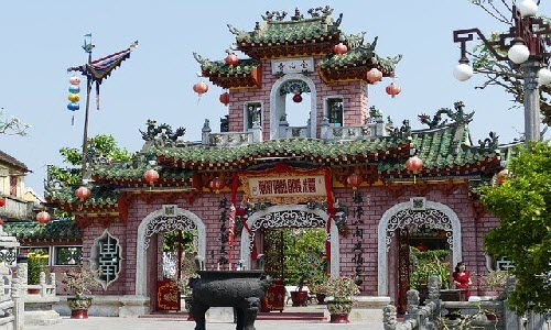 Hoi An is a great town in Vietnam and there are so many things such as Buddhist Pagodas, old century temples and amazing Asian night markets. Hoi An have also been declared as UNESCO World Heritage Site.