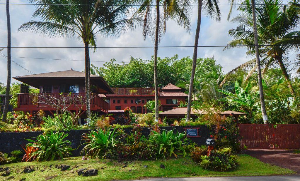 Oceanfront Bali House at Kehena Beach