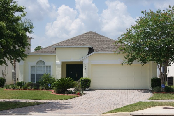 'welcome to 'kissimmee holiday home' 10 minutes from disney, orlando, florida!