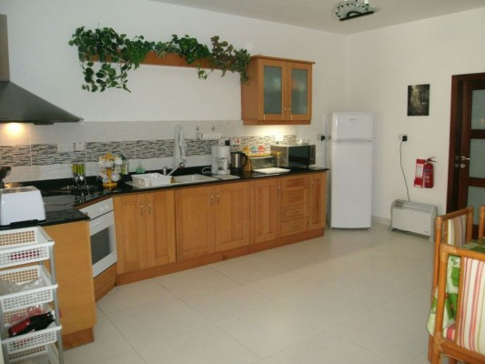 Kitchen (new & last photo)