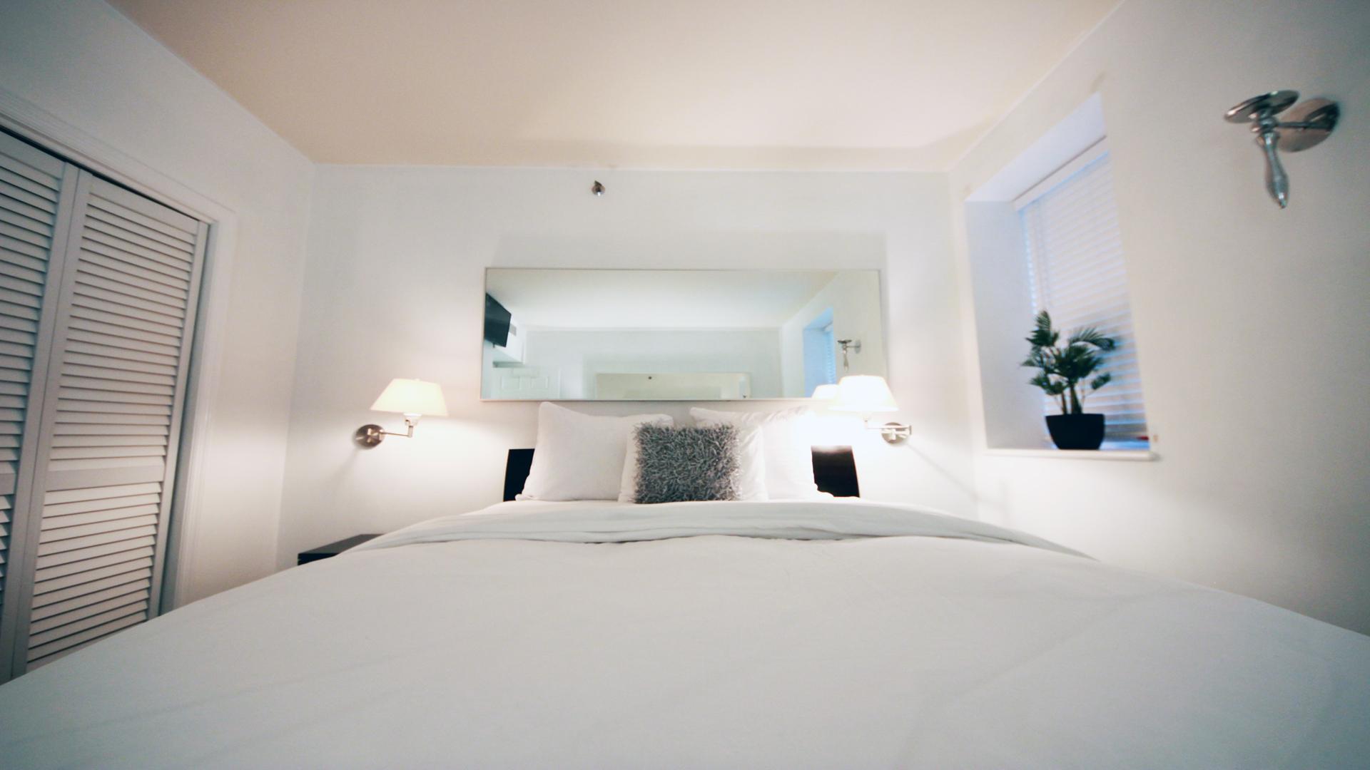 4 Room Cosmopolitan Deluxe Suite on Ocean Drive