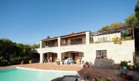 Provencal villa in a big property with pool near mediterranee sea