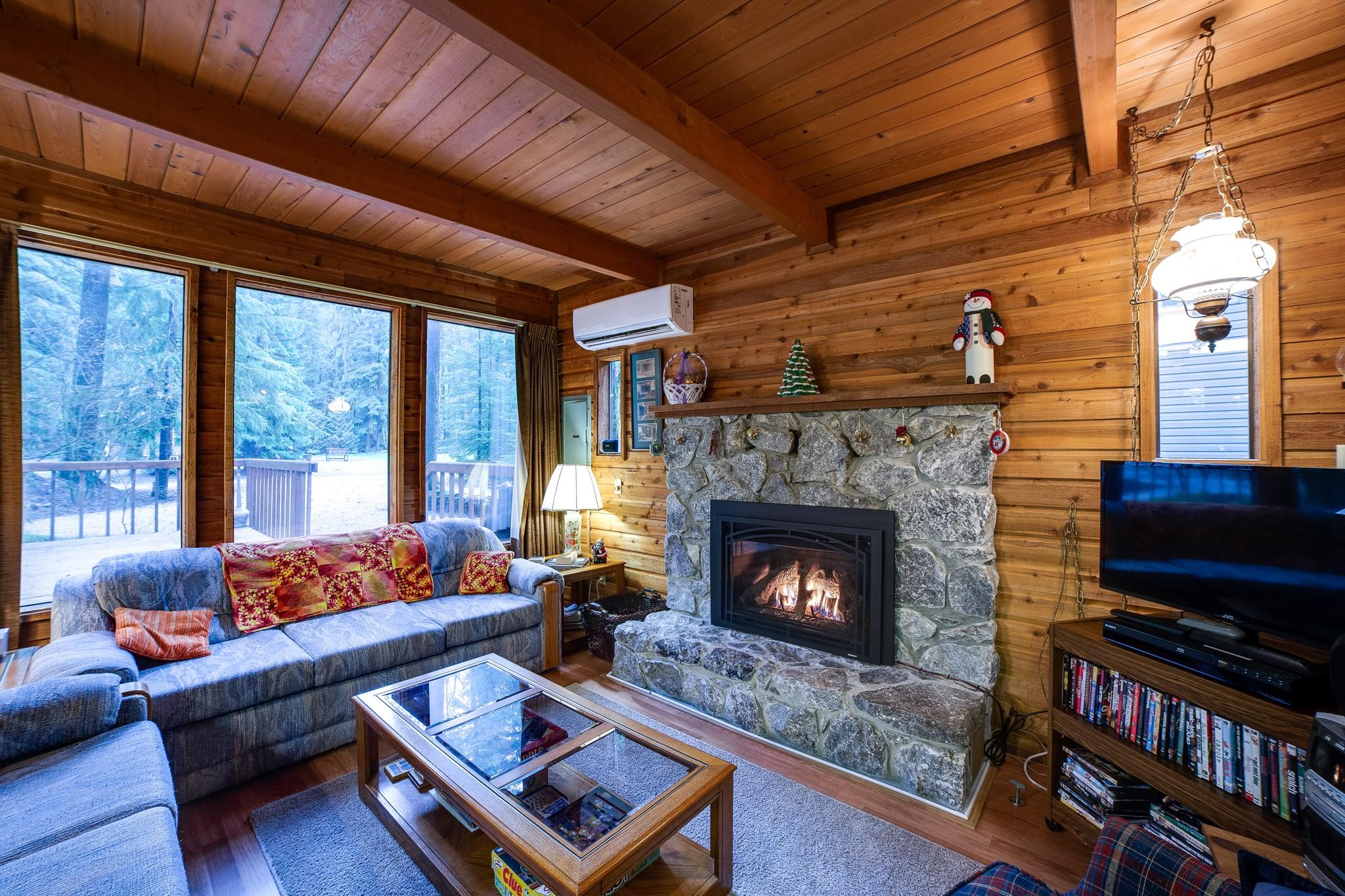 Mt. Baker Lodging – Snowline Cabin #35SL – Air Conditioning – Fireplace – Pets Ok – Sleeps 6