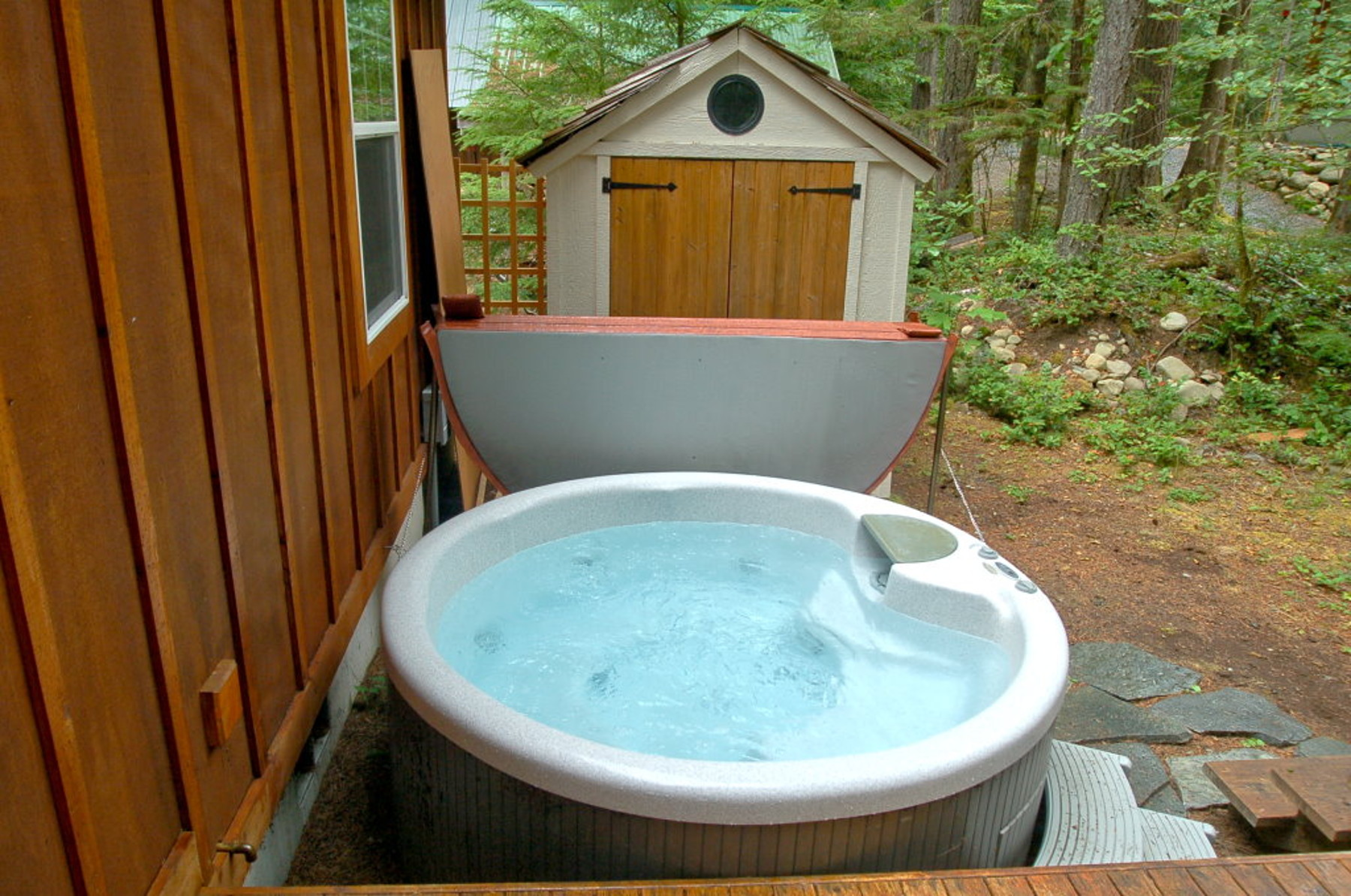 Mt. Baker Lodging – Glacier Springs Cabin #095GS – Hot Tub – Wi-Fi – Pets Ok – Sleeps 4
