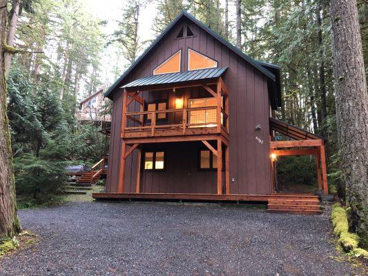 Mt. baker lodging - snowline cabin #69sl - upscale - hot tub - wi-fi - bbq - sleeps 8