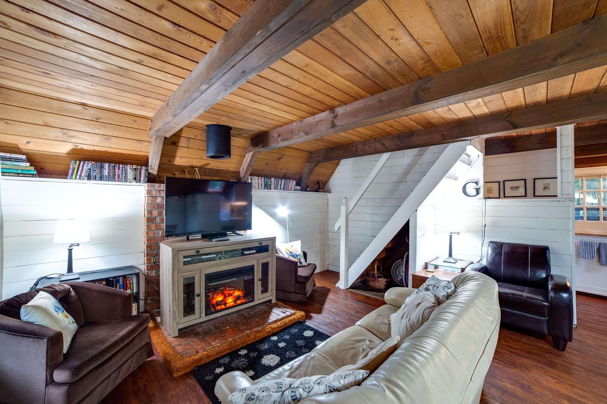 Mt. Baker Lodging – Snowline Cabin #86SL – Rustic – Pets Ok – BBQ – Sleeps 6