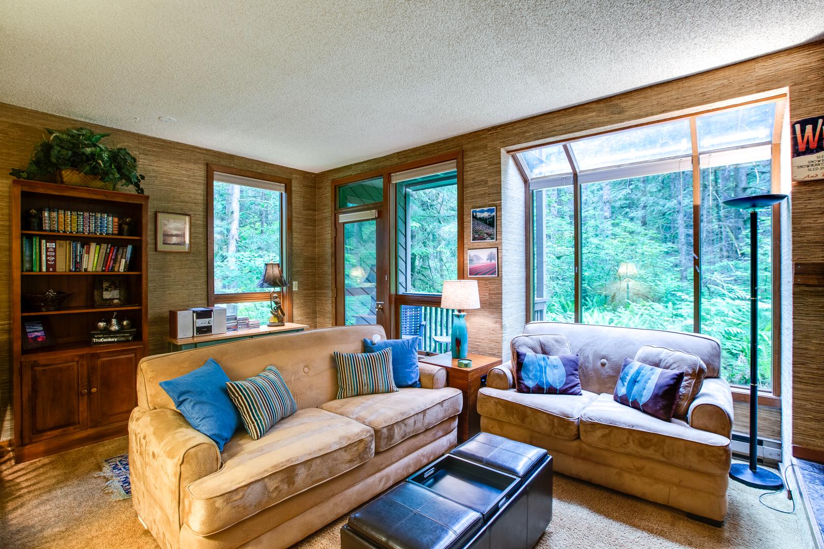 Mt. Baker Lodging – Snowater Condo #84SW – Sauna – Soaker Tub – Fireplace – Sleeps 6