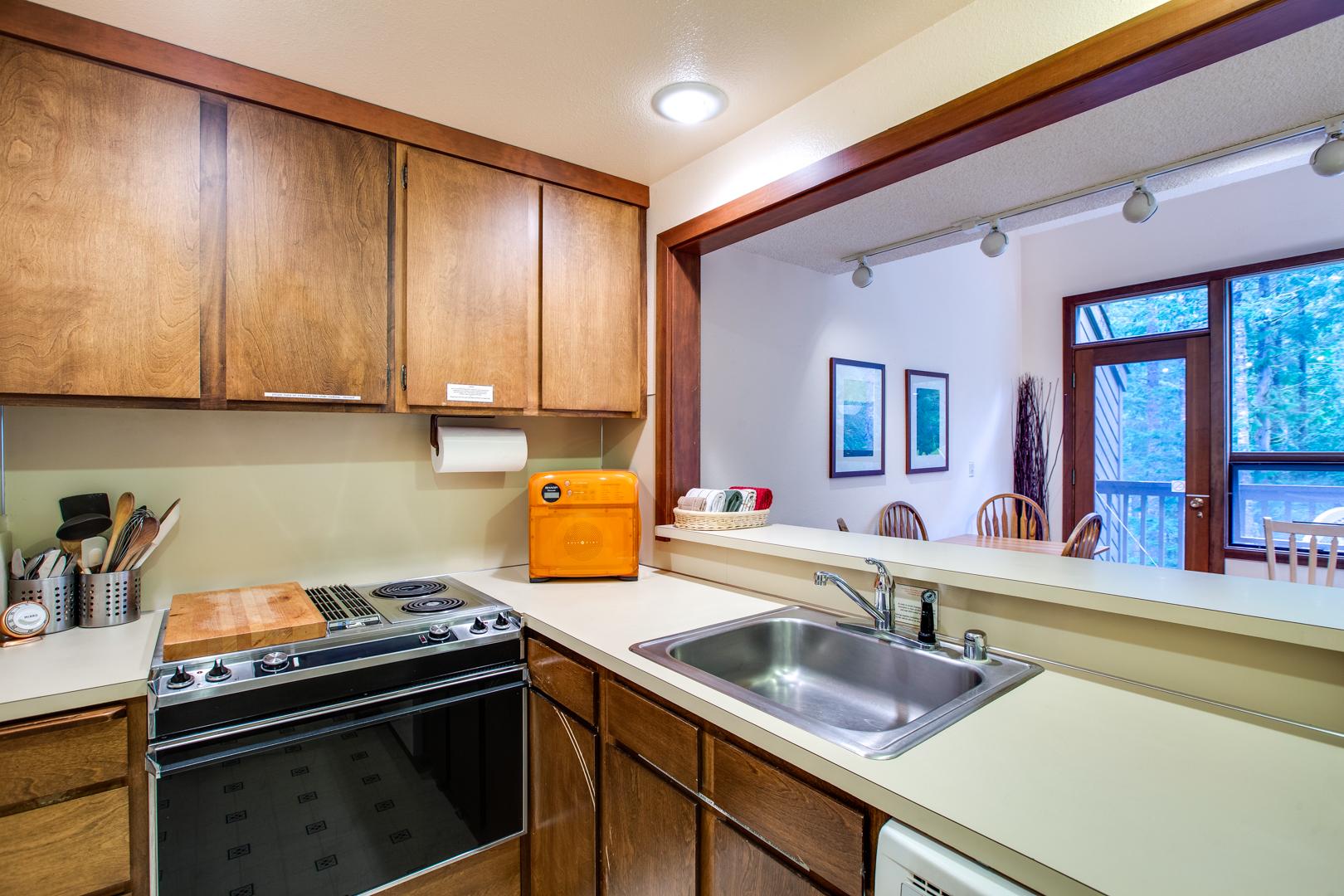 Mt. Baker Lodging – Snowater Condo #85SW – Fireplace – Washer/Dryer – Dishwasher – Sleeps 4